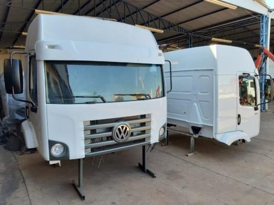 Cabine Volkswagen Constellation Teto Alto completa