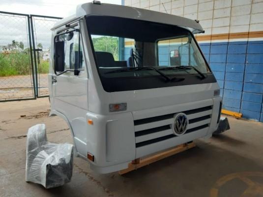 Cabine Volkswagen Titan Worker com montagens completa